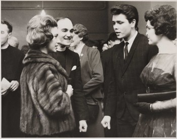 Princess_Margaret_meets_Cliff_Richard_at_the_59_Club,_1962._(7936244214)